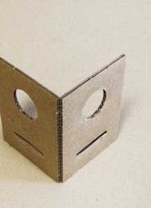 Piano fustellatto con foro e taglio interno per incastro